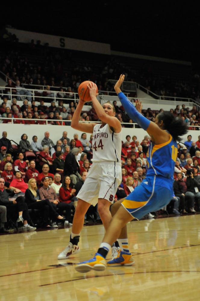 Defense dominates as women's basketball stomps Washington ...