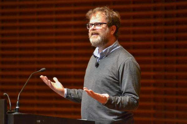 Rainn Wilson speaks at CEMEX. Photo by Veronica Cruz/THE STANFORD DAILY.