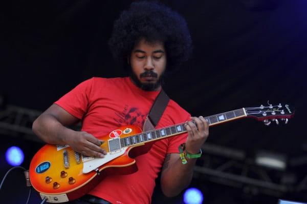 Devin McKnight on Guitar. RAHIM ULLAH/The Stanford Daily