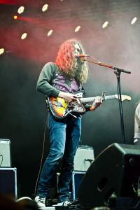 Kurt Vile, live in concert. (Courtesy of Bill Ebbesen, Wikimedia Commons)