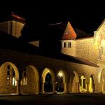 Memorial Church at night (Wikimedia Commons, Rao.anirudh).