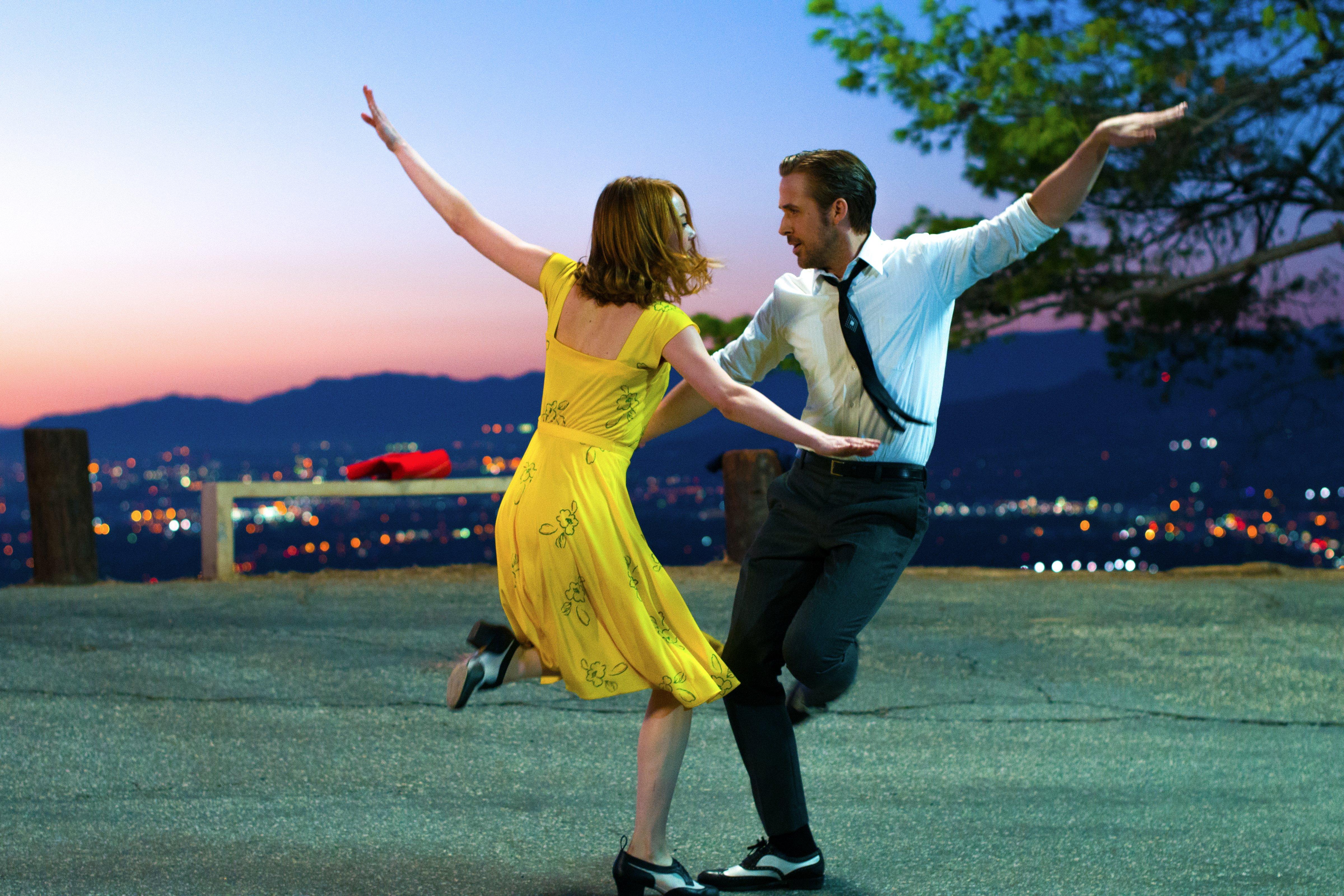 "As Emma Stone and Ryan Gosling dance on ""A Lovely Night,"" L.A. shines below Linus Sandgren's purple skies in ""La La Land."" (Photo: Dale Robinette, Lionsgate)."