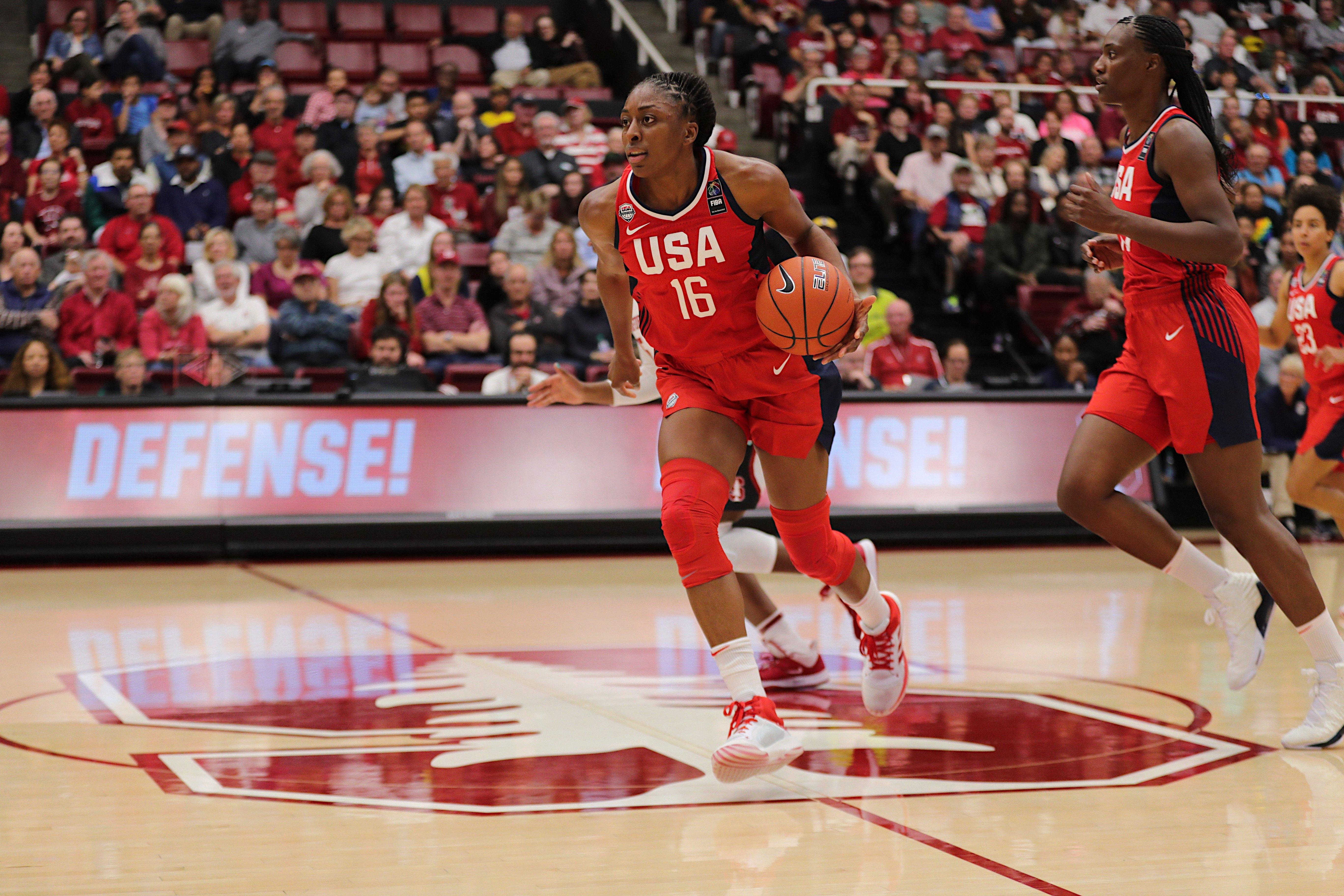 Nneka Ogwumike '12 playing basketball