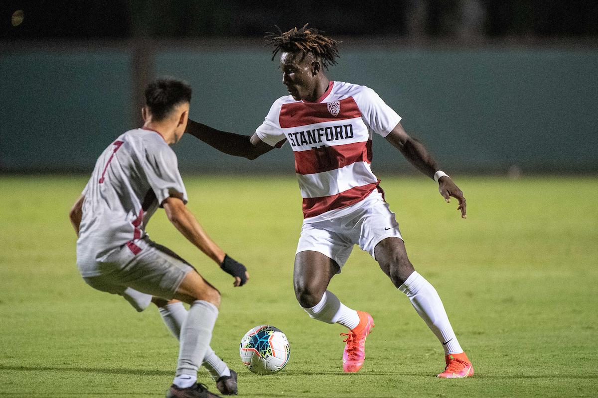 Ousseni Bouda dribbling against a defender